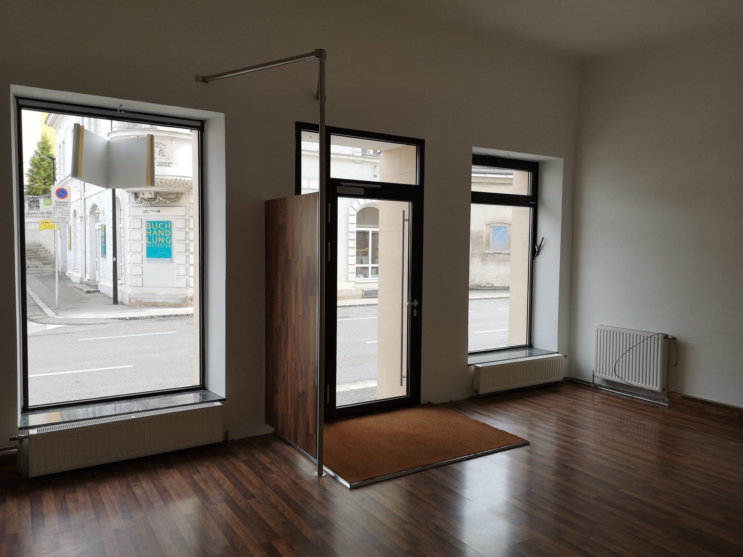 2000 Stockerau: 1 Raum-Geschäftslokal mit Schaufenster zu mieten